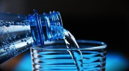 Drinking plenty of water from webs health - Webshealth